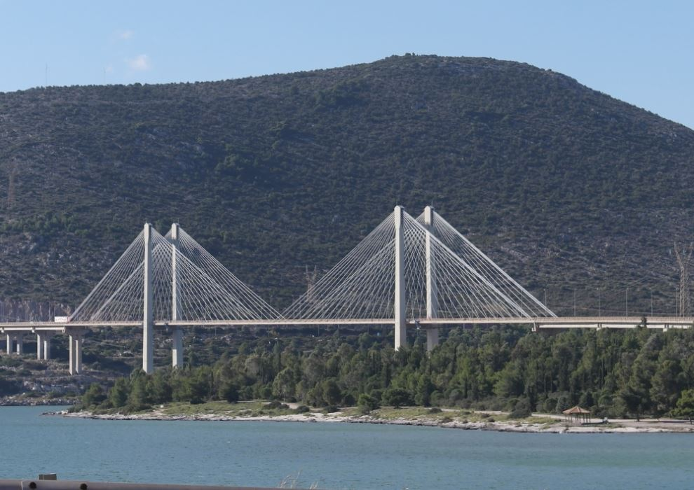 The modern bridge connecting Evia to mainland Greece