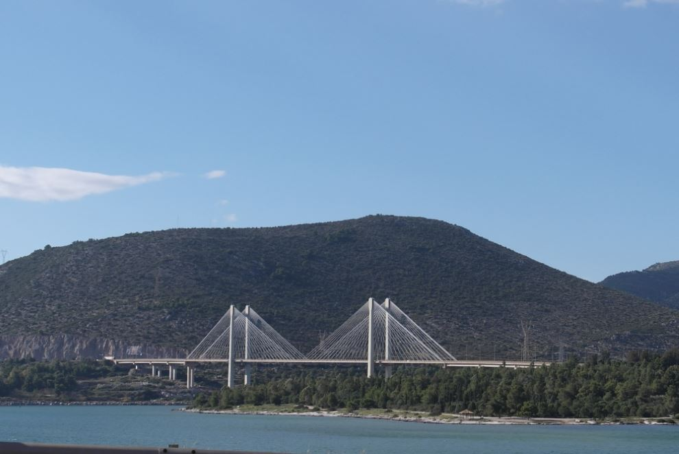 The bridge that connects Evia to mainland Greece